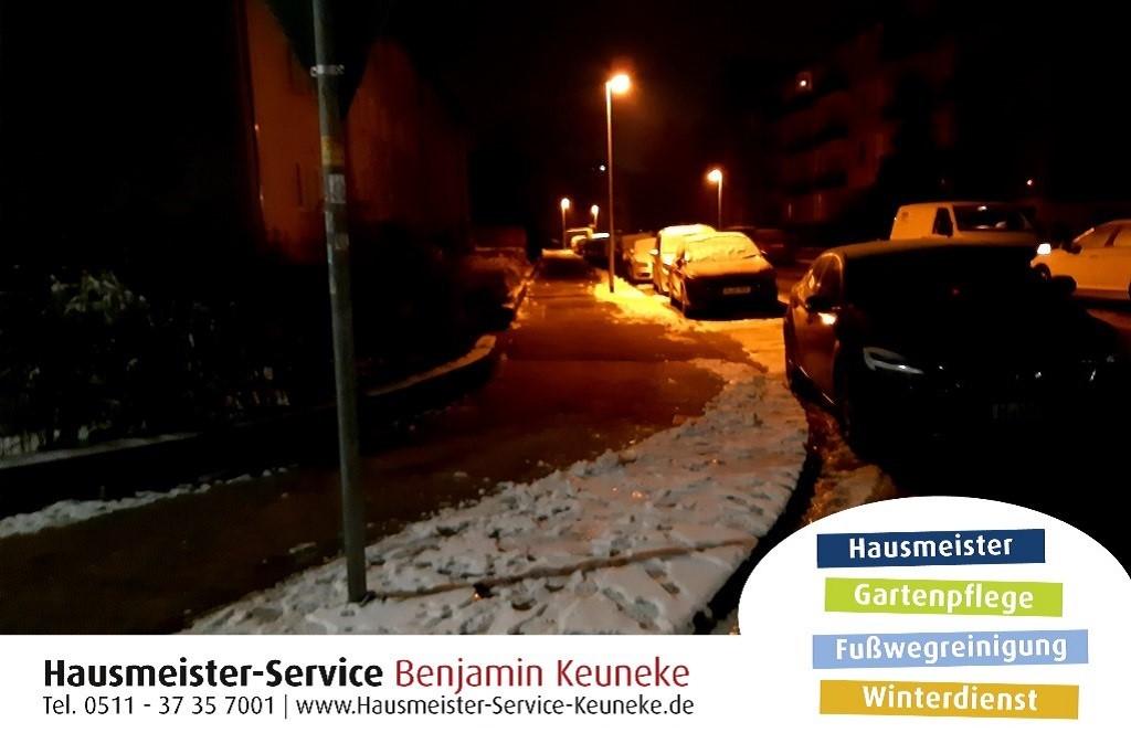 Winterdienst, Bürgersteig, Zugang zur Haustür, in Hannover